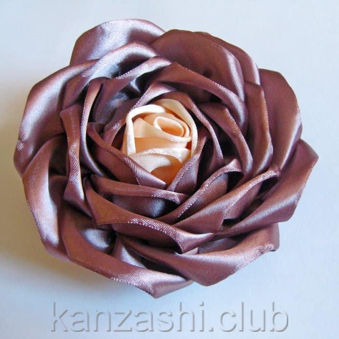 Цветок из атласной широкой ленты
